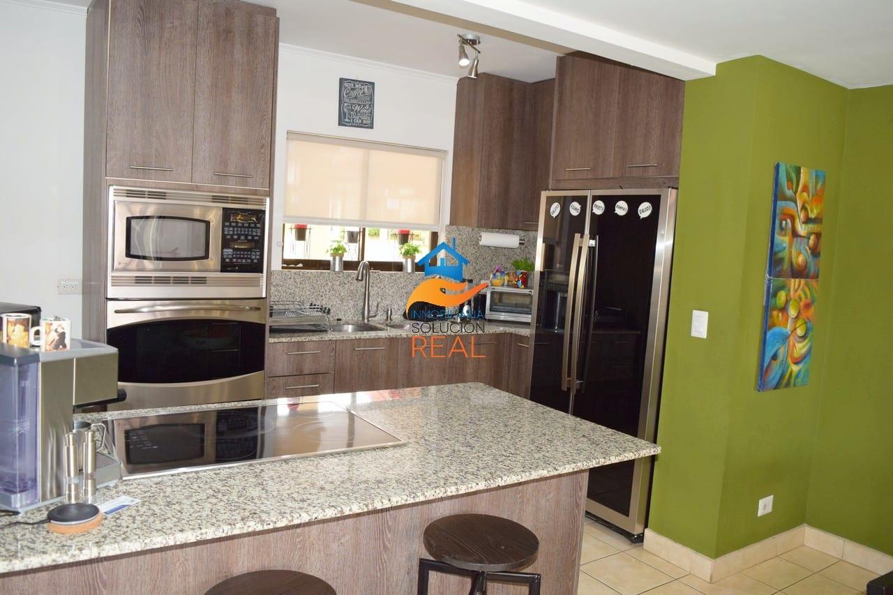 Casa en Condominio Full Amueblada, Patio a 10 min. del Aeropuerto